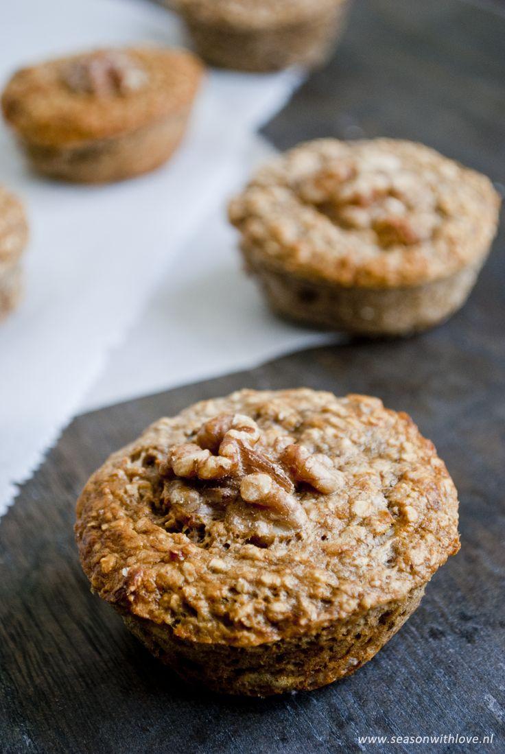 Gezonde havermout muffins vol met banaan en walnoten. Perfect als ontbijt of tussendoortje, maar probeer er niet teveel van te snoepen.