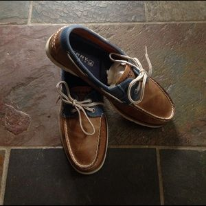 I just added this to my closet on Poshmark: Size 10 Leather Sperry Boat Shoes. Price: $35 Size: 10