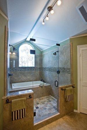GENIUS!!! Tub inside the shower. No worries about splashing and you can rinse off as you get out. NO ME GUSTA EL ESTILO, pero sí la distribución