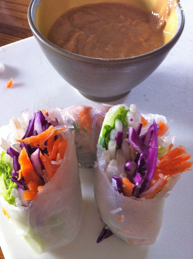Thai salad rolls and spicy peanut sauce