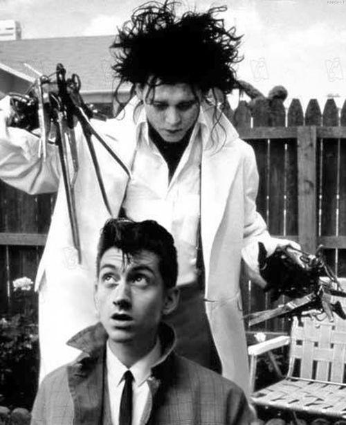 Alex Turner (Arctic Monkeys) getting a trim from Edward Scissorhands?! °