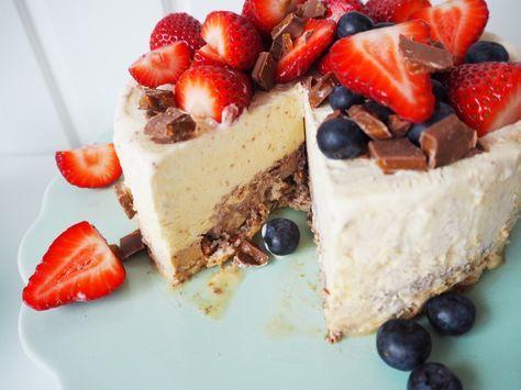 Daim islagkage på mandelbund | Let opskrift på lækker isdessert