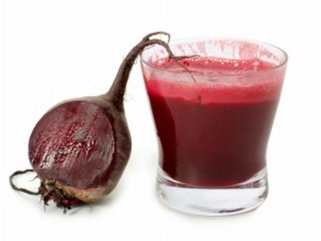 Bere succo di barbabietola regola la pressione sanguigna.