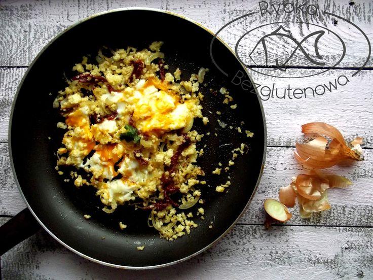 rybka bezglutenowa: Jaglana jajecznica z cebulą i suszonymi pomidorami...