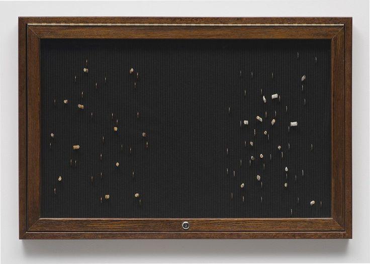 <p>Η ομαδική έκθεση Balance Sheets που αντλεί το θέμα της από τις σχέσεις μεταξύ των ιδεών της ισορροπίας στην αισθητική, την οικονομία και την οικολογική σκέψη, είναι κομμάτι του επιμελητικού project της Γκαλερί Edouard Malingue. Με αυτά τα έργα η έκθεση διερευνά την σχέση τέχνης-οικονομίας. Της Έφης Μιχάλαρου Φωτο. Αρχείο …</p>