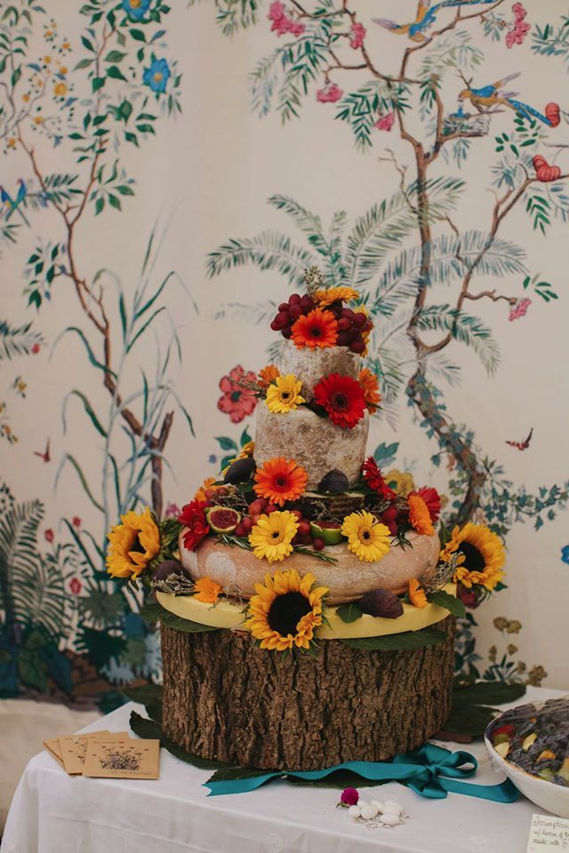 Gorgeous Wedding Cheese Cake with our Chinoiserie Wall Lining as the rather lovely backdrop!