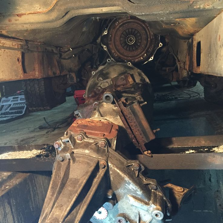Quand il est minuit et qu'un gars a besoin d'une transmissionCummins partout #cummins #manual #nv4500 #partsout #parts #dodge #ram3500 #sellingparts #morissette544 #mechanics #dewalt #newventure4500
