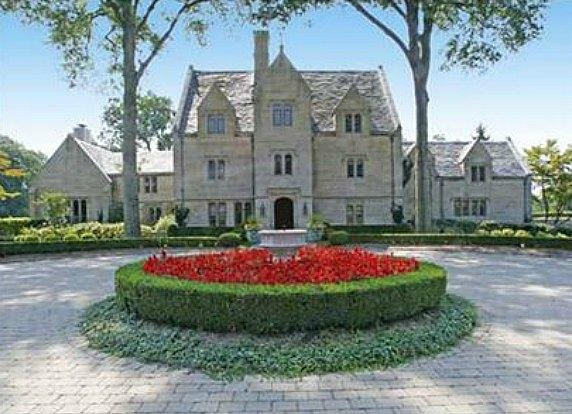 17 best images about modern day castles on pinterest for Modern day houses