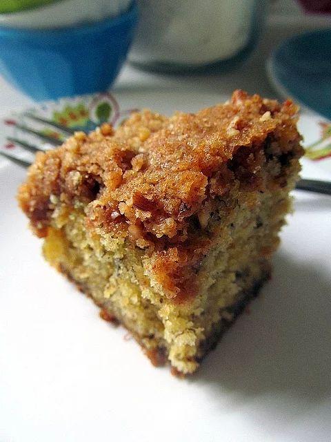Üzeri kıtırlı altı yumuşacık muz keki çay saatinizi neşelendirecek.