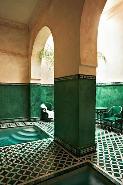 architecture, intérieur : hôtel Le Jardin des Biehn, Fès, Maroc, carrelage, patio, bassins, vert