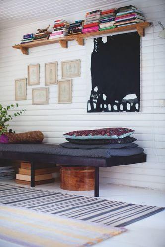 Et sommerhus med hjemmelavet hygge - Bolig Magasinet Fin sofa/bænk!