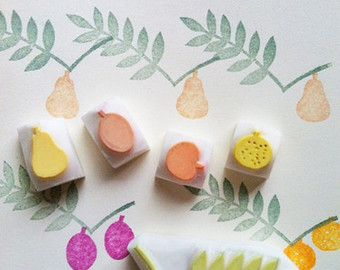 set di timbri di intagliato a mano frutti. mela, pera, prugna, arancio, timbro di foglia. matrimonio corona collage compleanno. confezione regalo. set di 5