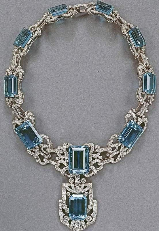 QUEEN ELIZABETH II  AQUAMARINE NECKLACE,PART OF SUITE GIVEN TO HER BY BRAZIL