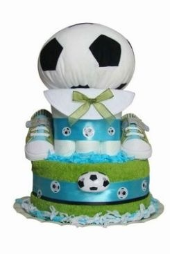 If your the daddy (or mommy!) to be is a soccer fan, this is a great presentation for a diaper cake!