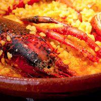 Continuamos nuestra ruta mariscófila desplazándonos de Finisterre a Portugal por tierras de albariño, almejas y ostras. Seleccionamos algunos de los restaurantes de las Rías Baixas capaces de hacer magia con algunos de los productos más milagrosos que da el mar.
