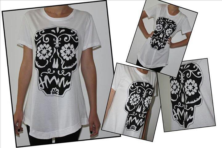 """""""Flower skull"""" hand painted t-shirt"""