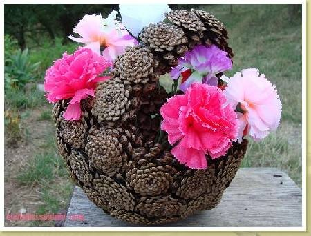 pinecone basket, would be cute with christmas ornaments in.