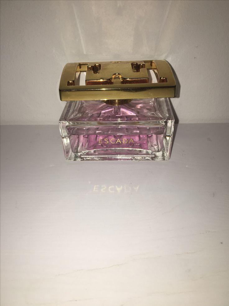 Dit geurtje Escada genaamd ruikt heerlijk voor op een feestje! Het kost €58,57 bij de Douglas.