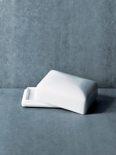 「磁器バターケース」 http://www.elle.co.jp/decor/pick/manufactum13_0214/Porcelain-Butter-Dish