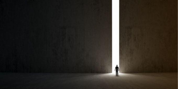 Gli ostacoli sono quelle cose spaventose che vedi quando togli gli occhi dalla meta. - http://bit.ly/1Av8NuL