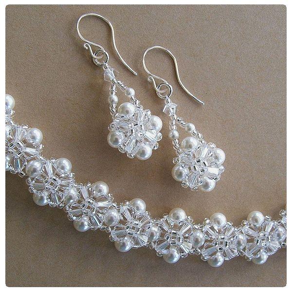 Fülbevaló inspiráció Swarovski Elements #5328 XILION Bead gyöngyökből Crystal, és #5810 Crystal Round gyöngyökből White színben