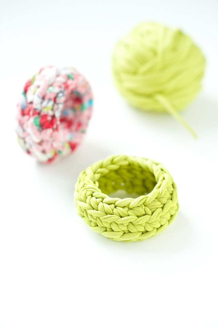 crochet bangle tutorial by lebenslustiger.com - such a cool idea to use fabric yarn!