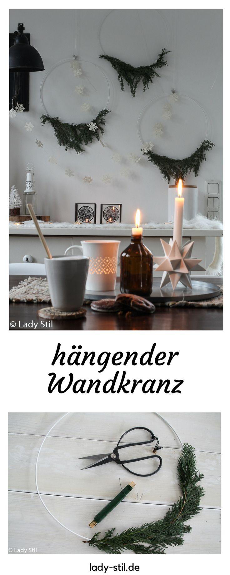 DIY Hängender Kranz mit Tannengrün, weihnachtliche Wanddeko, Hanging Wreath, Weihnachtsdeko selbermachen, dezenten Kranz binden,