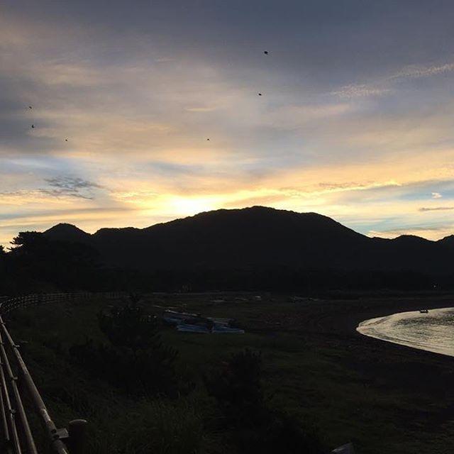 【onuma_akiho】さんのInstagramをピンしています。 《9/27の牛臥海岸です #牛臥 #牛臥海岸 #海 #沼津 #沼津の青い空そして海 #blueskynumazu #静岡 #sea #きれいな海 #朝 #ウォーキング #海が好き #海岸 #海岸散歩 #朝散歩》