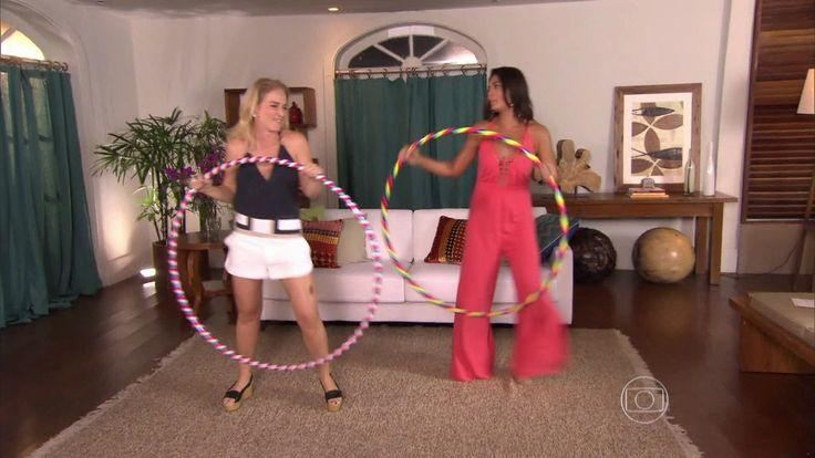 Juliana Paes e Angélica requebram no bambolê http://gshow.globo.com/programas/estrelas/videos/t/programas/v/juliana-paes-e-angelica-requebram-no-bambole/4545433/