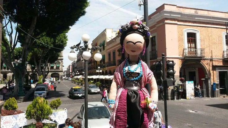 Frida en el zócalo de Puebla.