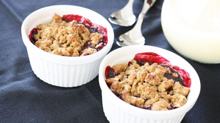 Bakeskolens bærspesial: Smuldrepai med solbær - Godt.no - Finn noe godt å spise