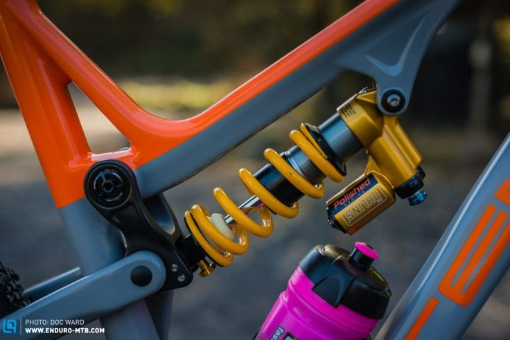 The TTX Coil shock, even more unmistakable than the RFX 36 forks.