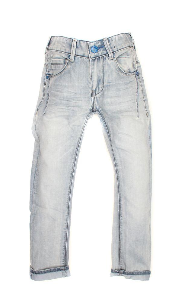 Stoere jeans Davie van Retour jongenskleding met een gave wassing. De spijkerbroek van Retour is voorzien van een verstelbare tailleband.