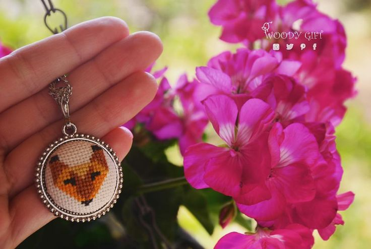 Iyi aksamlarEl yapımı etamin kolye   Good evening, dear followers!  Handmade cross - stitched jewelry with cute fox  #woodygift#crossstitch#crossstitching#crossstitcher#crossstitchland#handmade#handmadejewelry#embroidery#embroideryart #elyapımı#kanaviçe#kanavice #gittygidiyor#ebay#etamin#handmadelove #turkeyl#love #instagood#stitching#needle #needleart #needlework #flowers #threads #handmadejewelry #mücevherler #fox #modernart