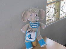 Häkelanleitung für den Elefant Kalle, mit Umhängetasche und Spielhose, ca. 45-40 cm