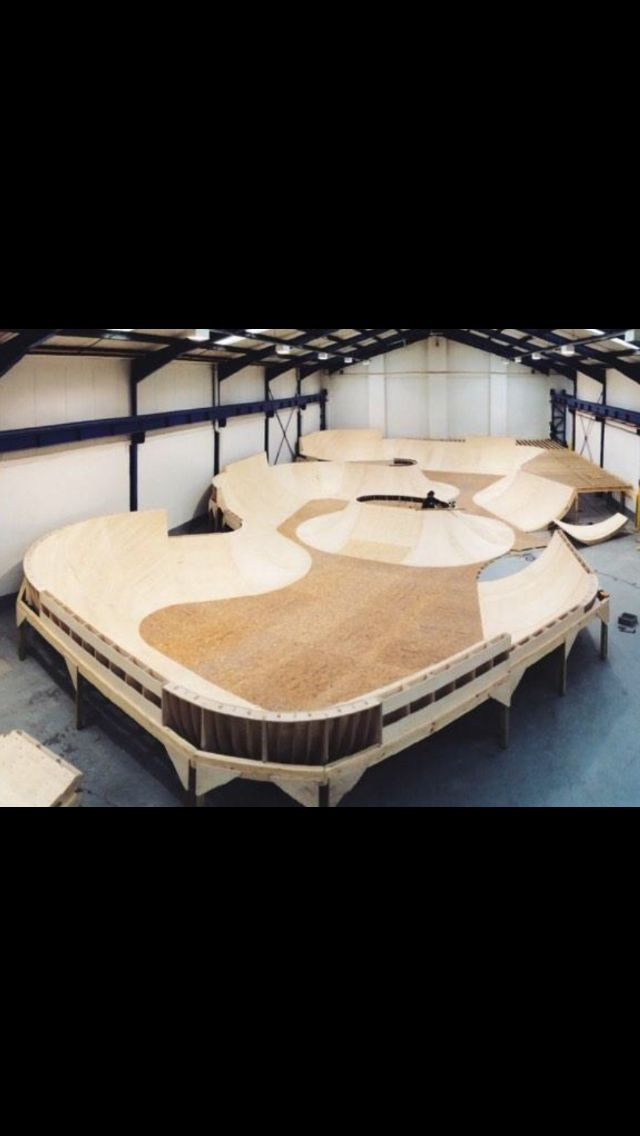 The Goliath Bowl at Unit3sixty Indoor Skatepark