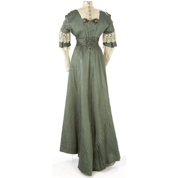 Early 1900s Clothing / Woman's Dress, 1910