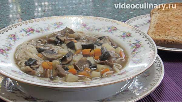 Грибной суп с поджаркой от videoculinary.ru