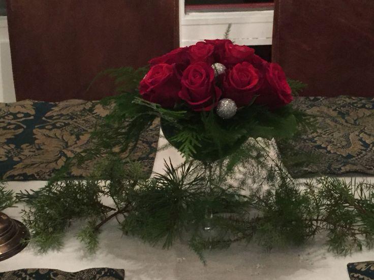 Jouluinen ruusuasetelma