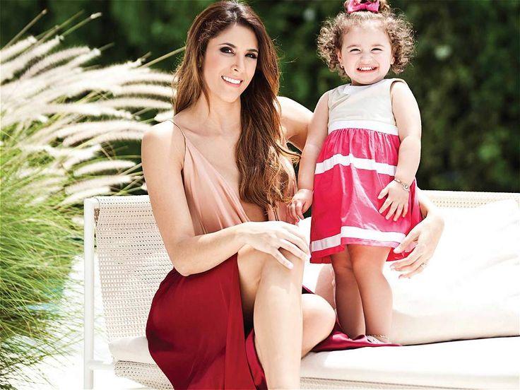 Daniela y Salomé La hija de James Rodríguez ya 'golea' en el modelaje A sus escasos 21 meses, la hija de James Rodríguez y Daniela Ospina se ha convertido en el centro de atención de todas las miradas y en una de las niñas más seguidas a través de las redes sociales. La pequeña Salomé tiene más de 260.000 seguidores en Instagram (@salomerodriguezospi) y es la protagonista de la campaña Primavera-Verano 2015 de EPK. Madre e hija son la portada de la revista 'HOLA' de este mes. Marzo 2015