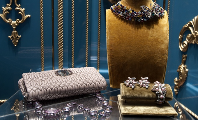 Gorgeous accessories fit for a lady, dazzling in Swarovski!