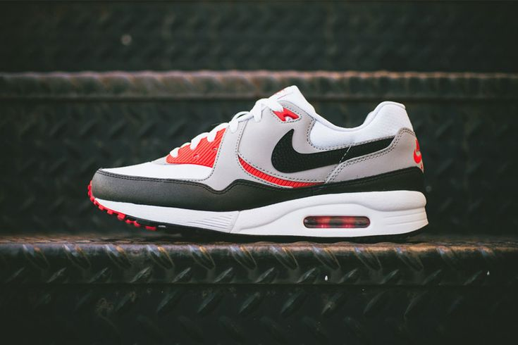 Nike – SS'14 Air Max Light Essential Pack
