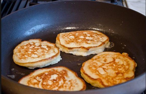 Heerlijk pannenkoeken, wij hebben altijd vernomen dat pannenkoeken dikmakers zijn, erg slecht voor als je op dieet bent en graag wilt afvallen, maar dat hoeft helemaal niet zo te zijn! Wij hebben het perfecte pannenkoeken recept gevonden waarbij er slechts gebruik wordt gemaakt van 2 ingrediënten. Volgens een voedingsconsulent en meerdere gewichtsconsulenten is dit het perfecte recept om af te vallen. Met dit recept maak je de overheerlijke banaan pannenkoekjes. Je kunt dit recept meerdere…