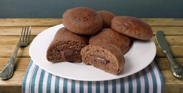 #ricetta #Bomboloni al cacao con cuore di #Nutella http://www.puntoricette.it/recipe/bomboloni-al-cacao-con-cuore-di-nutella/