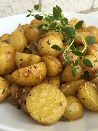Stekt potatis med honung och vitlök