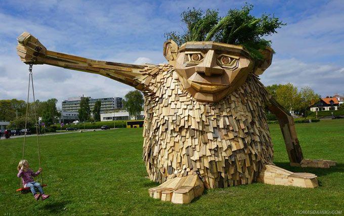 Conheça o trabalho de Thomas Dambo que utiliza de madeira de sucata para criar incríveis esculturas. Vem ver!
