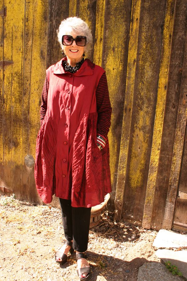 A sewing pattern review for Sewing Workshop Fillmore Duster. Pattern reviews help sewers choose the right patten so that they have success with their sewing projects.