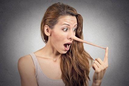 Разбираем несколько конкретных невербальных признаков, которые помогут выявить ложь.