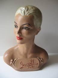 Jacoll hat mannequin