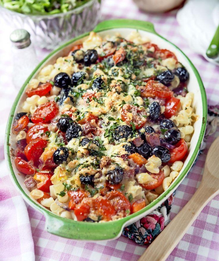 Bästa middagstipset är den här smarriga gratängen med paprika, salami ost och oliver!